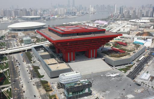 上海万博、空から見た各国パビリオンと会場周辺