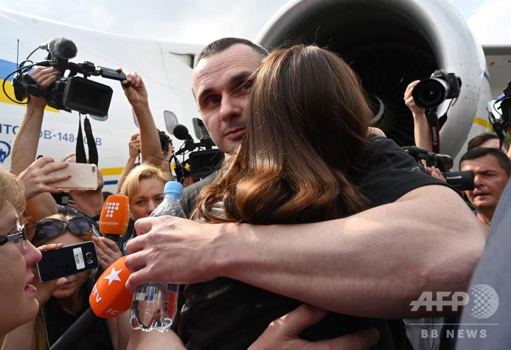 ロシアとウクライナが拘束者交換、緊張緩和への「第一歩」
