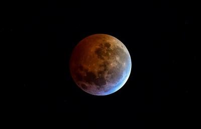 皆既月食「スーパー・ブラッド・ウルフムーン」、米大陸と欧州で観測