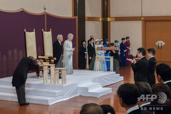天皇陛下、皇居で退位礼正殿の儀