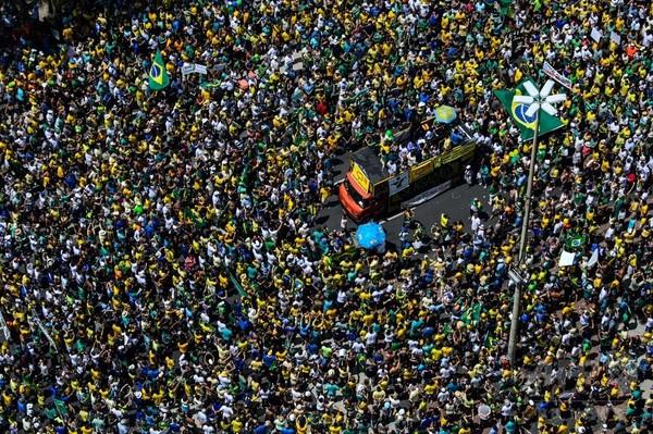 ブラジル全土で反大統領デモ、150万人が参加