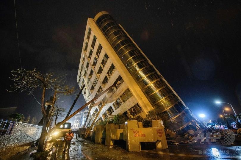 傾いたマンションから決死の脱出…台湾地震の生存者が語る 改装工事で強度ダウンか