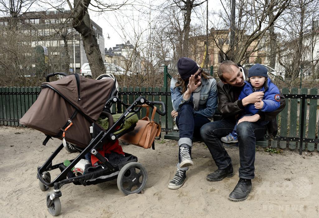 スウェーデン、父親限定の育児休暇期間を3か月に