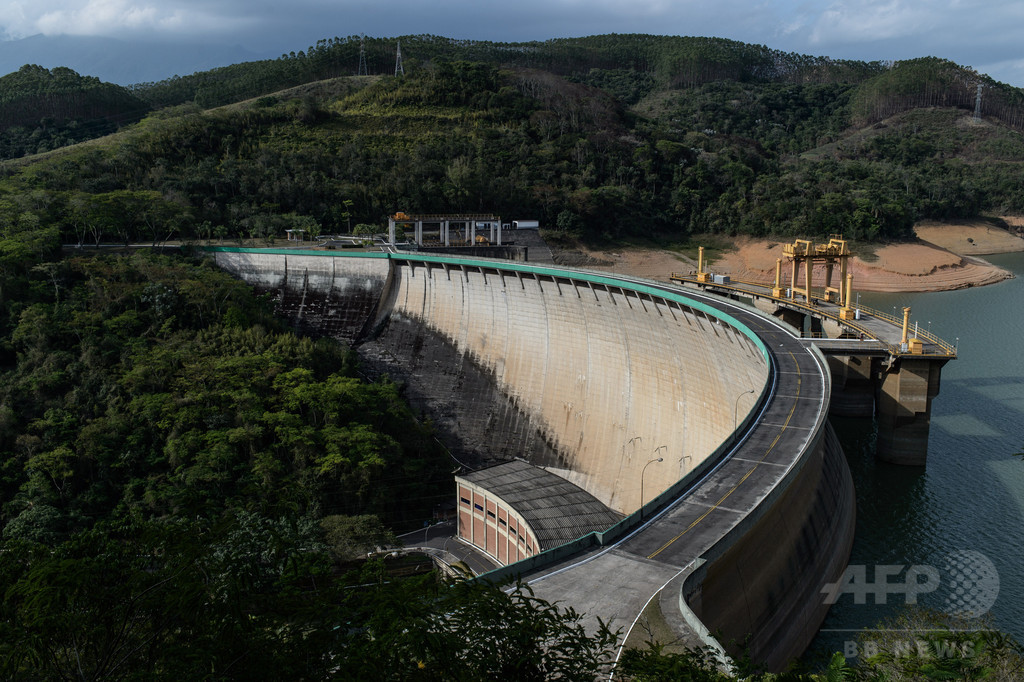 干ばつで水不足、水力発電所が操業停止 ブラジル