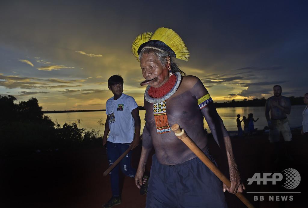 アマゾン火災、ブラジル大統領の発言は「うそ」 先住民長老が反論