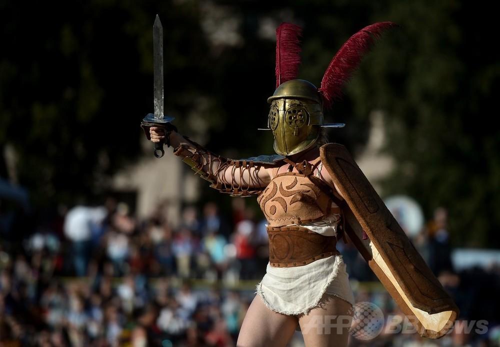 国際ニュース:AFPBB Newsローマ建国2767周年、よみがえる剣闘士や乙女たち