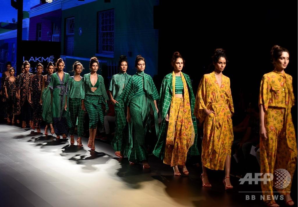 インドでファッションウィーク、地元デザイナーらが新作