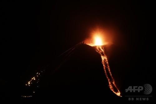 中米ニカラグアでモモトンボ火山...