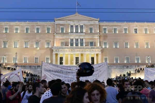 ギリシャ支援で「全会一致」の合意、ユーロ圏首脳会議