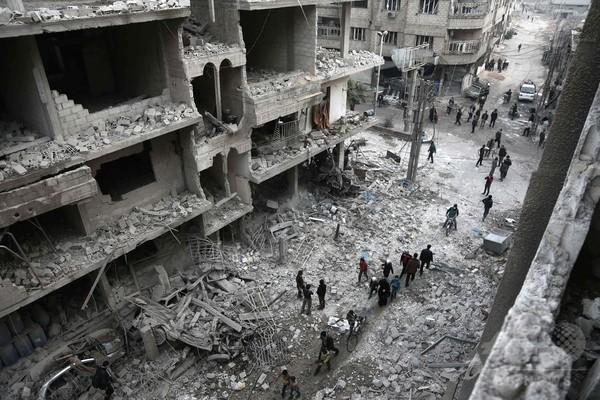 シリア首都近郊に政府側が空爆 子供4人含む民間人17人死亡