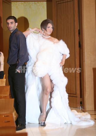 映画『セックス・アンド・ザ・シティ』大ヒット記念、IKKOが花嫁姿を披露