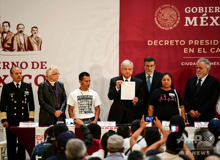 メキシコ新大統領、「変革」に着手 学生失踪事件の調査を約束