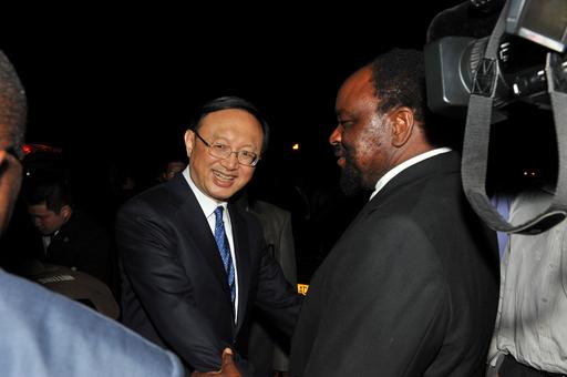 中国の楊外相がジンバブエを訪問、「ジンバブエは良き兄弟」