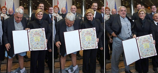 大統領の隣で赤っ恥…人権活動家のズボン落ちる クロアチア