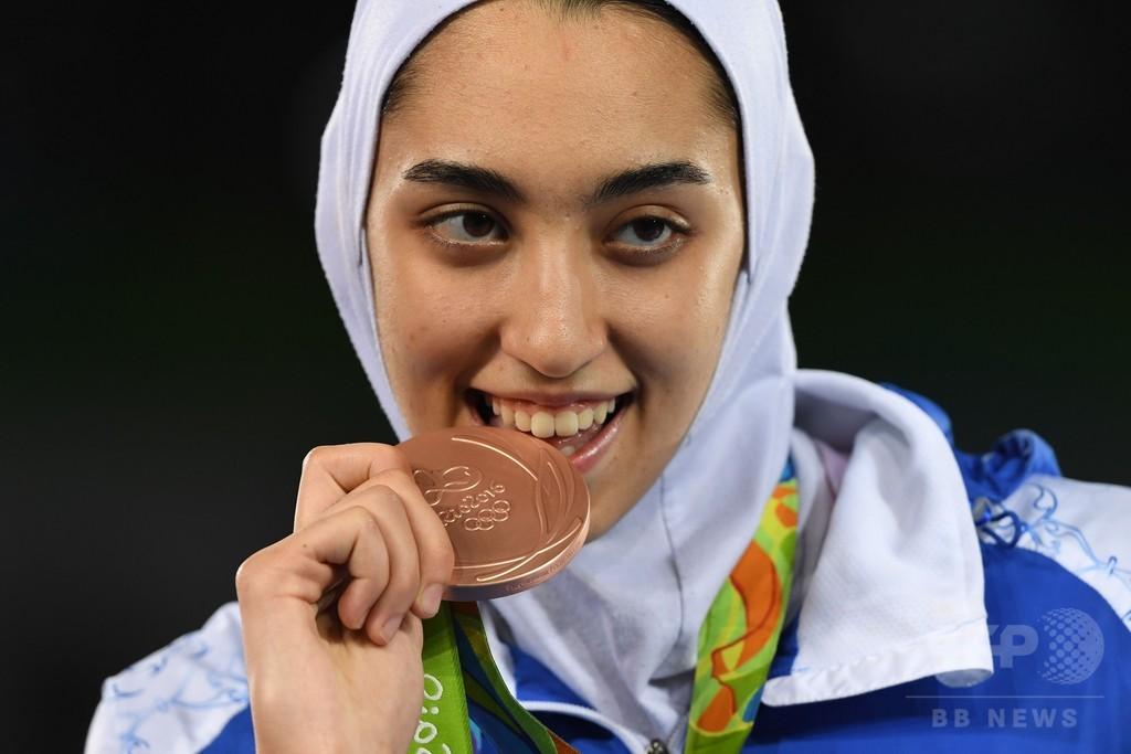 イラン初の女性五輪メダリスト誕生、大統領らから称賛の声