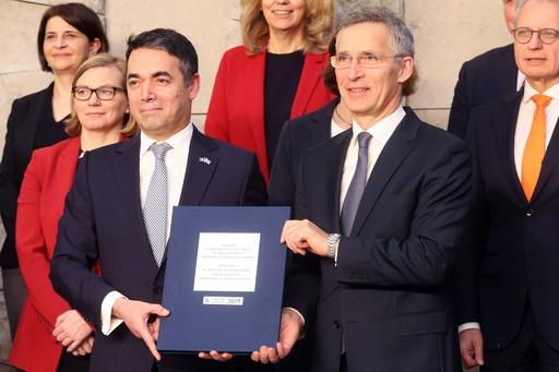 マケドニア、NATOへの加盟議定書に署名