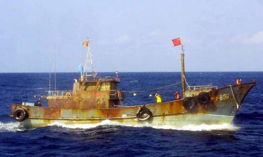 尖閣沖に中国の調査船、海上保安庁巡視船の警告を無視 - 東京