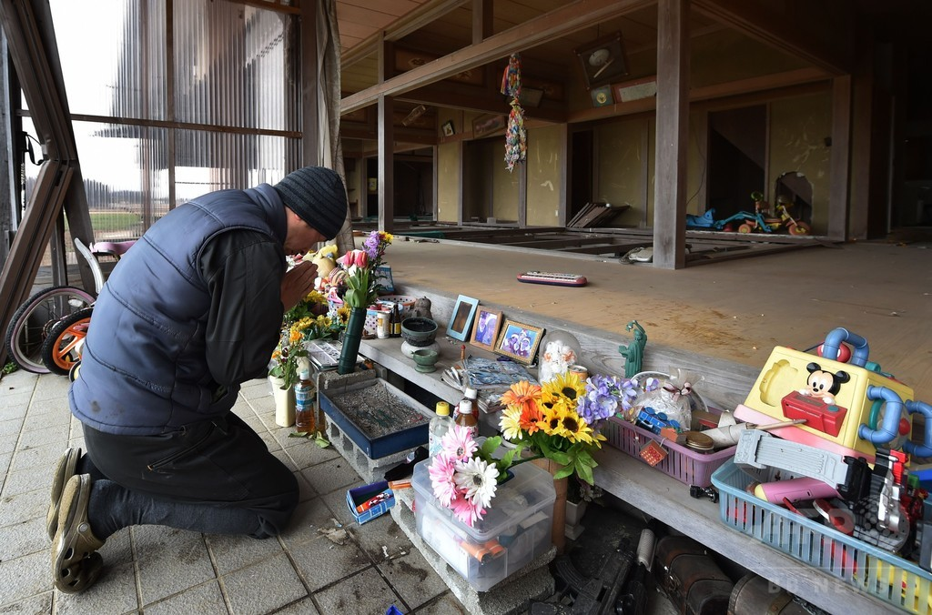 不明の息子を捜し4年、悲しみにとらわれ続ける震災遺族