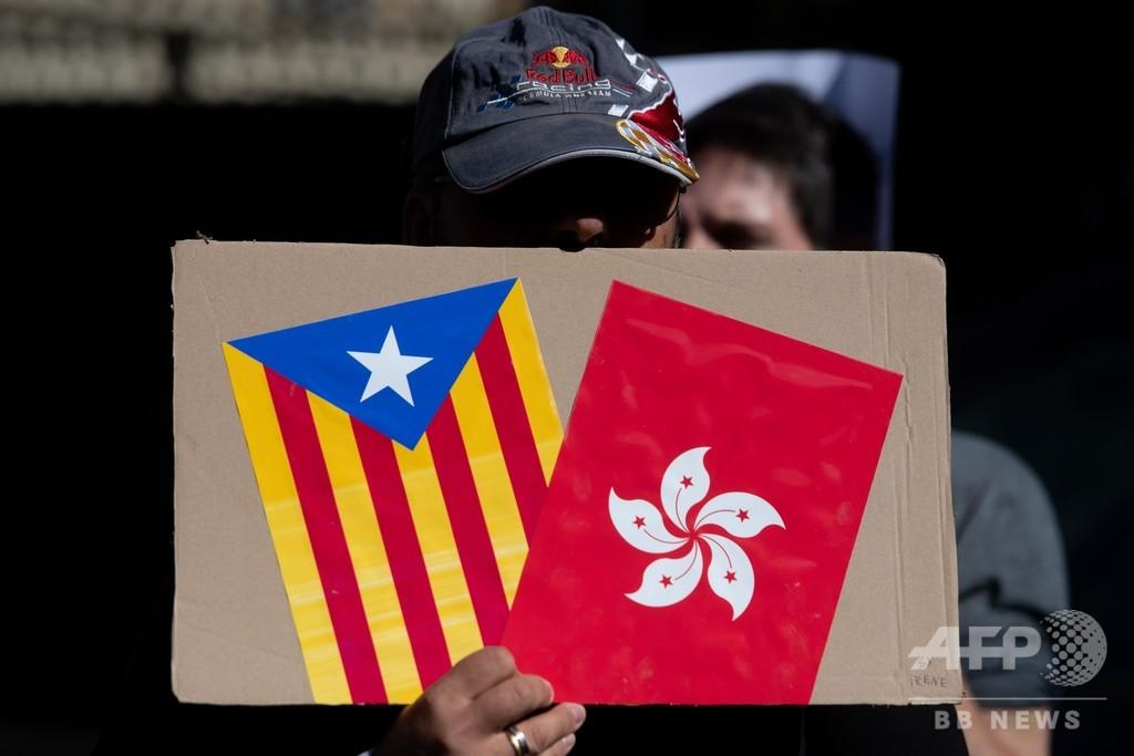 カタルーニャ独立派、香港がデモ戦術のヒント 空港占拠や暗号化アプリ