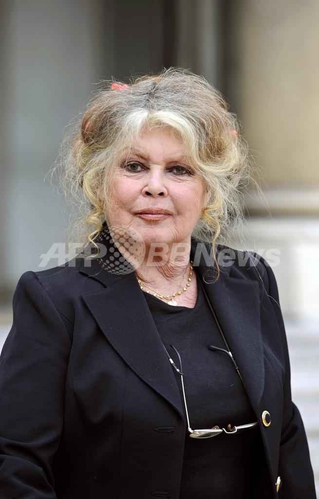 仏女優B・バルドー、カナダ産メープルシロップ不買を呼びかけ アザラシ猟反対で