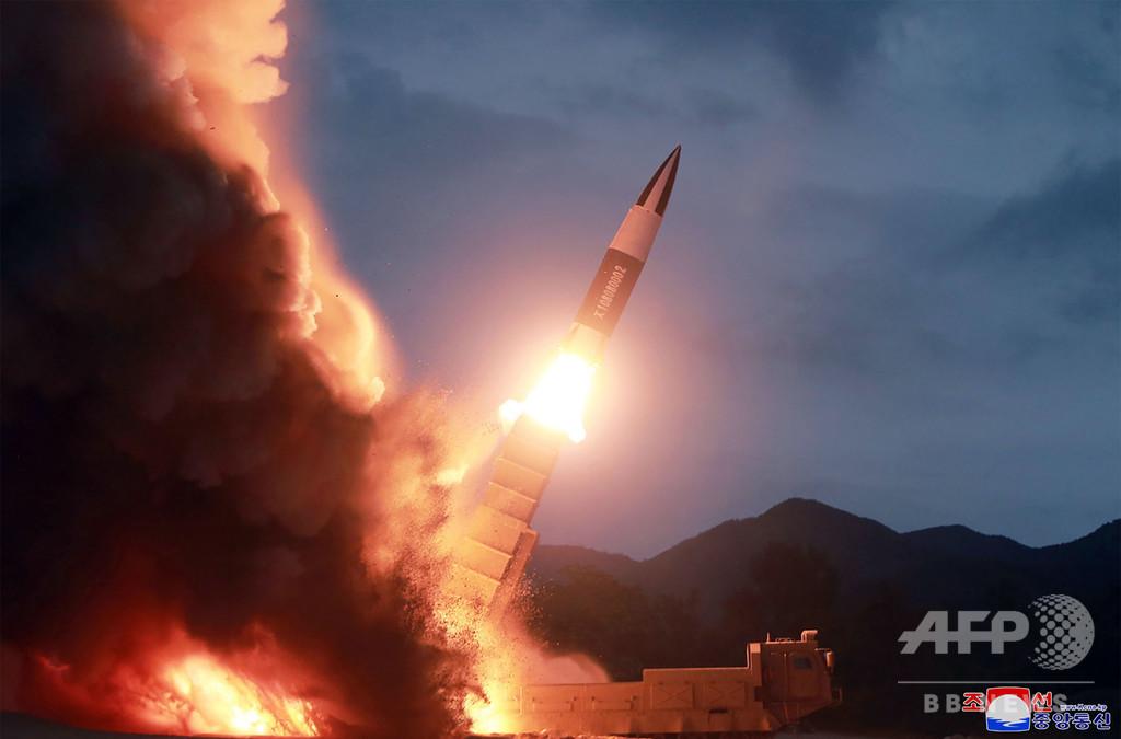 金正恩氏が「新兵器の試射」を視察、KCNA報道