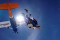 102歳の豪女性、スカイダイビングに成功 世界最高齢記録の可能性