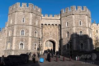 英ヘンリー王子挙式予定の町でホームレス取り締まり、物議醸す