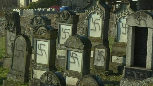 動画:ユダヤ人墓地にかぎ十字など、落書き100基以上 フランス