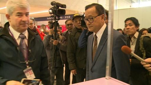 動画:カンボジア野党指導者、帰国目指すもパリで搭乗拒否される
