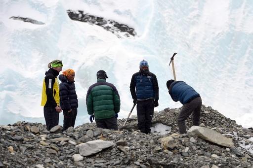 エベレスト登山、熟練ガイドの不足が大打撃に