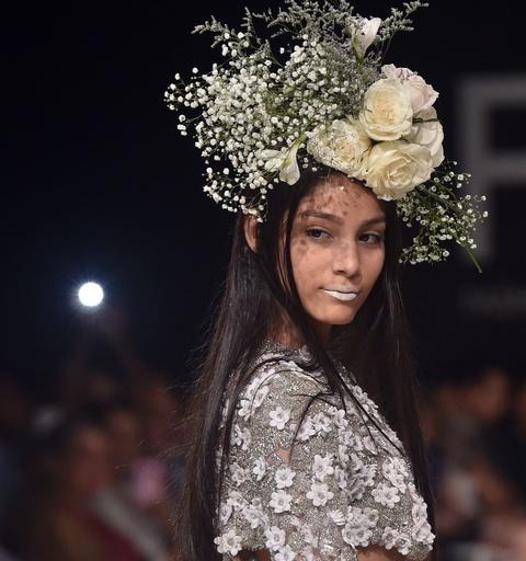 パナマ市内でファッションショー、地元デザイナーら新作