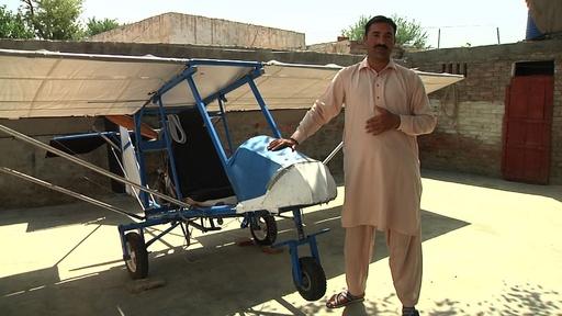 動画:夢を実現! ポップコーン売りが造った飛行機 パキスタン