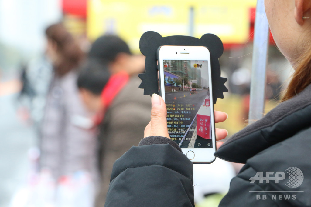 中国の若者のスマホ事情、暴力やいじめなどから守るには?