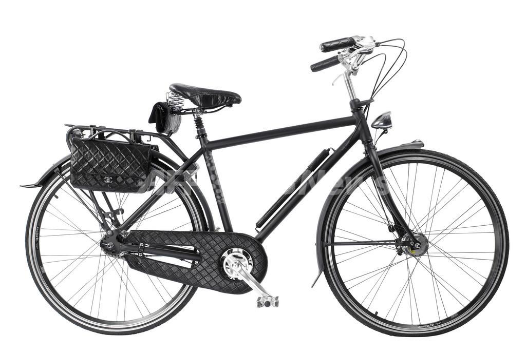 シャネルからモードな「自転車」が登場