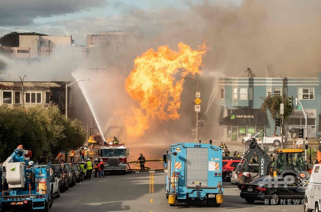 米サンフランシスコでガス管が爆発・炎上