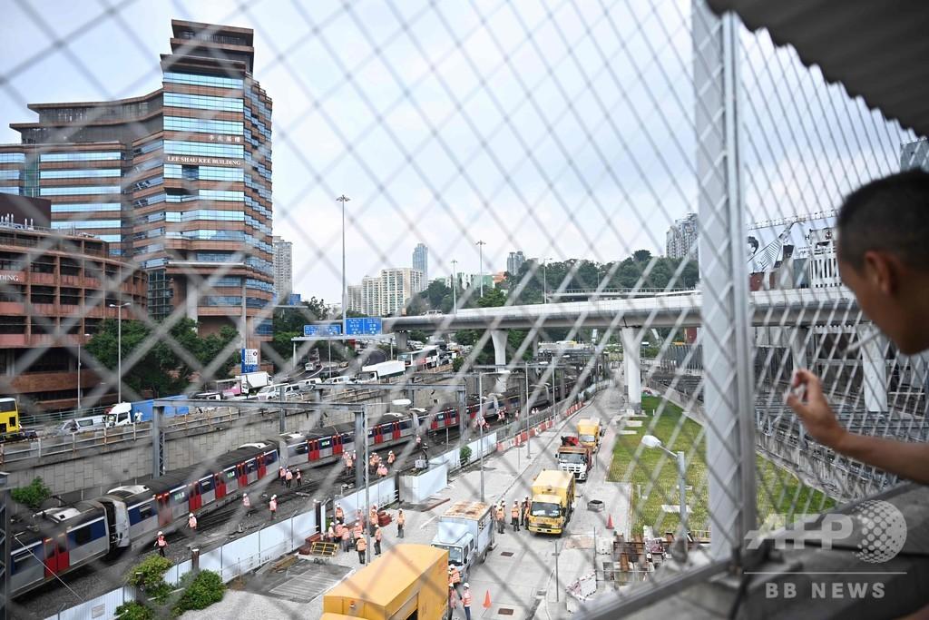 香港、朝のラッシュ時に列車脱線 8人負傷
