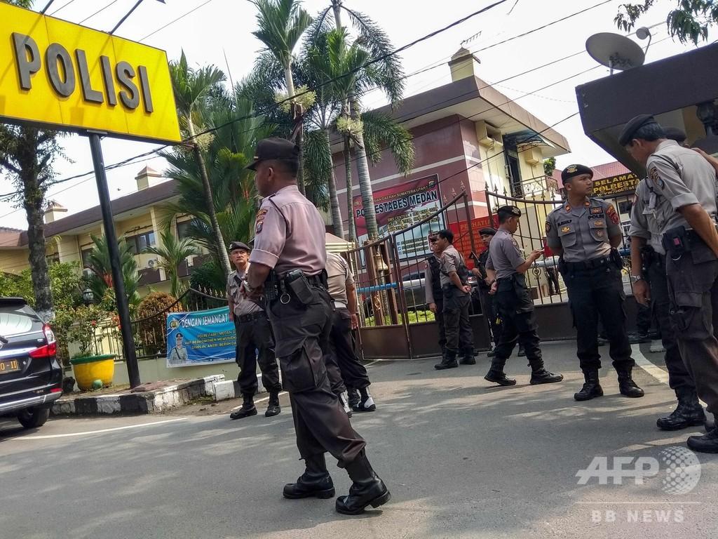 インドネシアの警察署で自爆とみられる爆発、1人死亡6人負傷