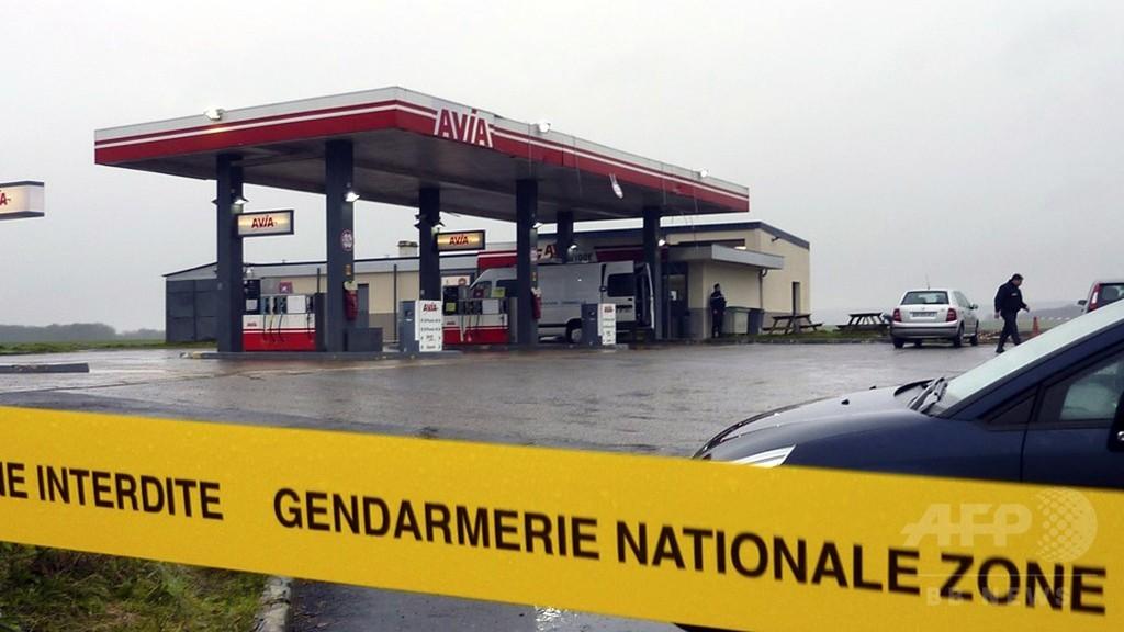 仏紙襲撃の容疑者兄弟、パリ郊外で目撃 夜を徹した捜索続く