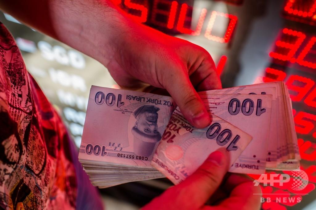 トルコ通貨が急落、最安値更新 トランプ氏の関税倍増表明で