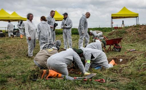 イラク、IS犠牲者遺体遺棄場の発掘開始 ヤジディー拠点