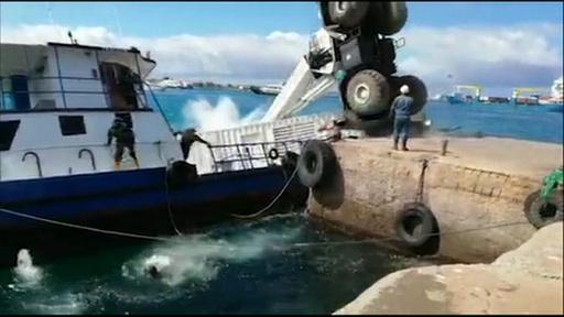 ガラパゴス諸島ではしけ沈没、燃料流出 エクアドル