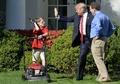 「ホワイトハウスの芝刈りをさせて」、11歳少年をトランプ大統領が称賛