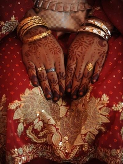 レイプの代償は9歳の娘、父親ら5人逮捕 パキスタン