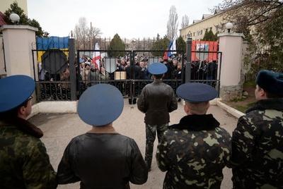クリミア議会がロシア編入求める決議、16日に住民投票へ