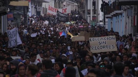 動画:大学の予算削減反対! 学生ら大規模デモ エクアドル
