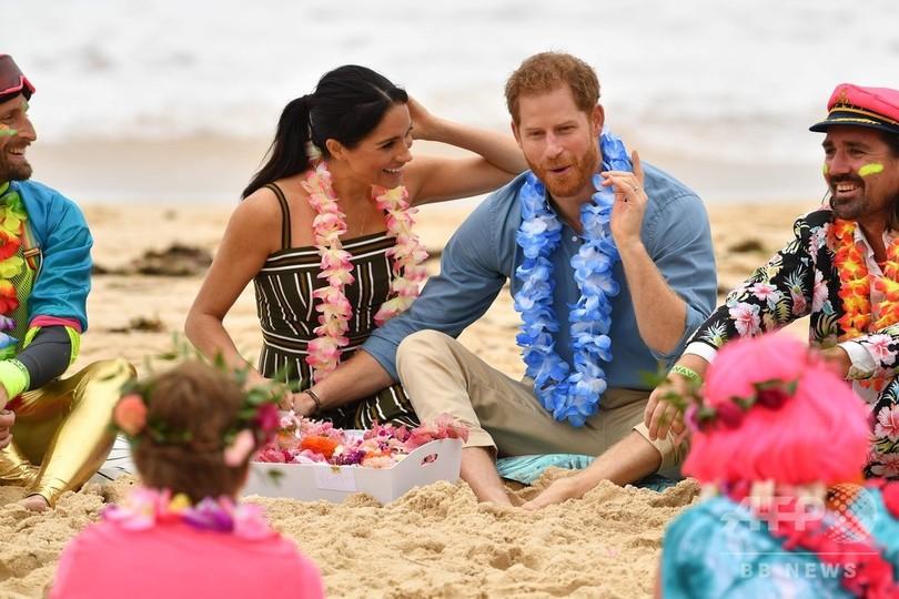 ヘンリー英王子とメーガン妃、はだしでボンダイビーチに