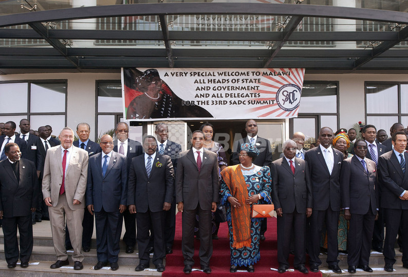 南部アフリカの首脳会議、ムガベ大統領の再選を支持