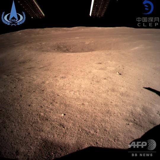 中国の月探査機「嫦娥4号」、月裏側に着陸 世界初