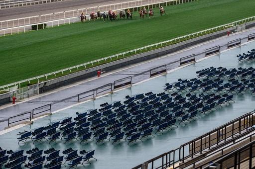 マスク着けないのは馬だけ 香港競馬、無観客で開催