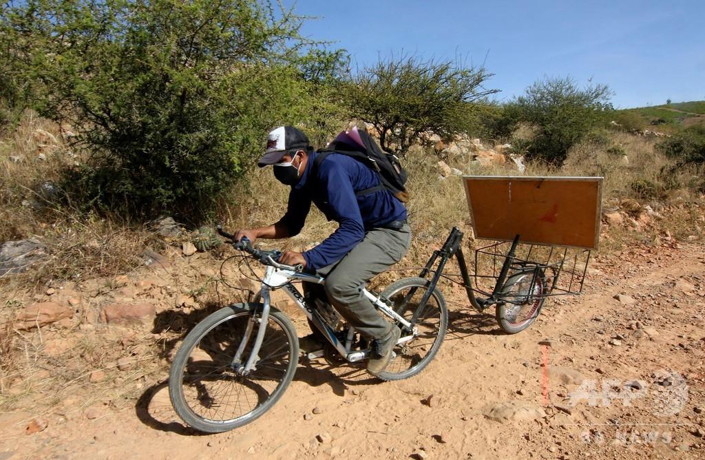 オンラインが無理でも大丈夫、先生が自転車で出張授業 ボリビア